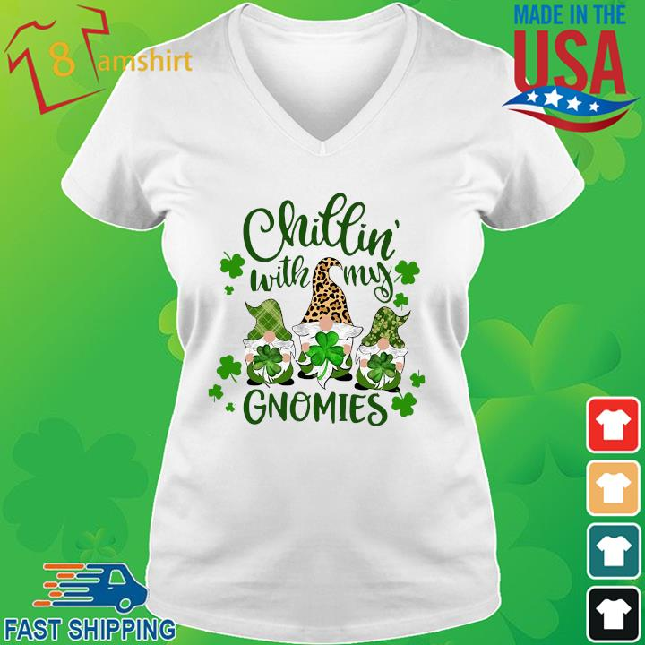 Three Gnomes chillin' with my Gnomies St Patrick's Day vneck trang
